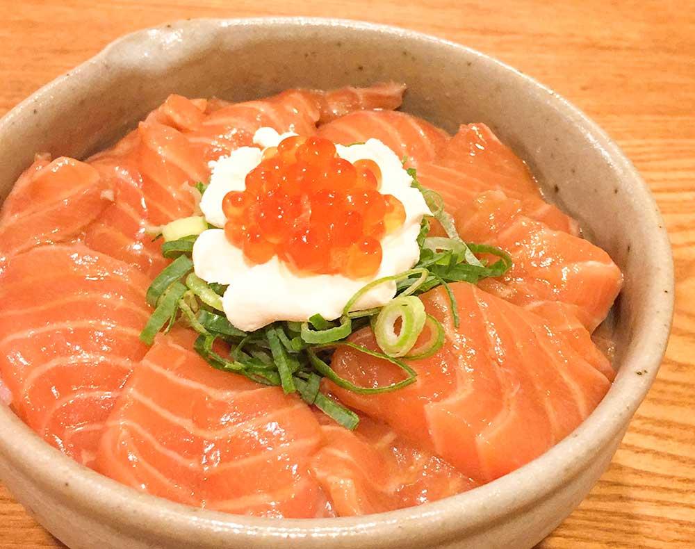 サーモンの柚子ポン酢漬け丼