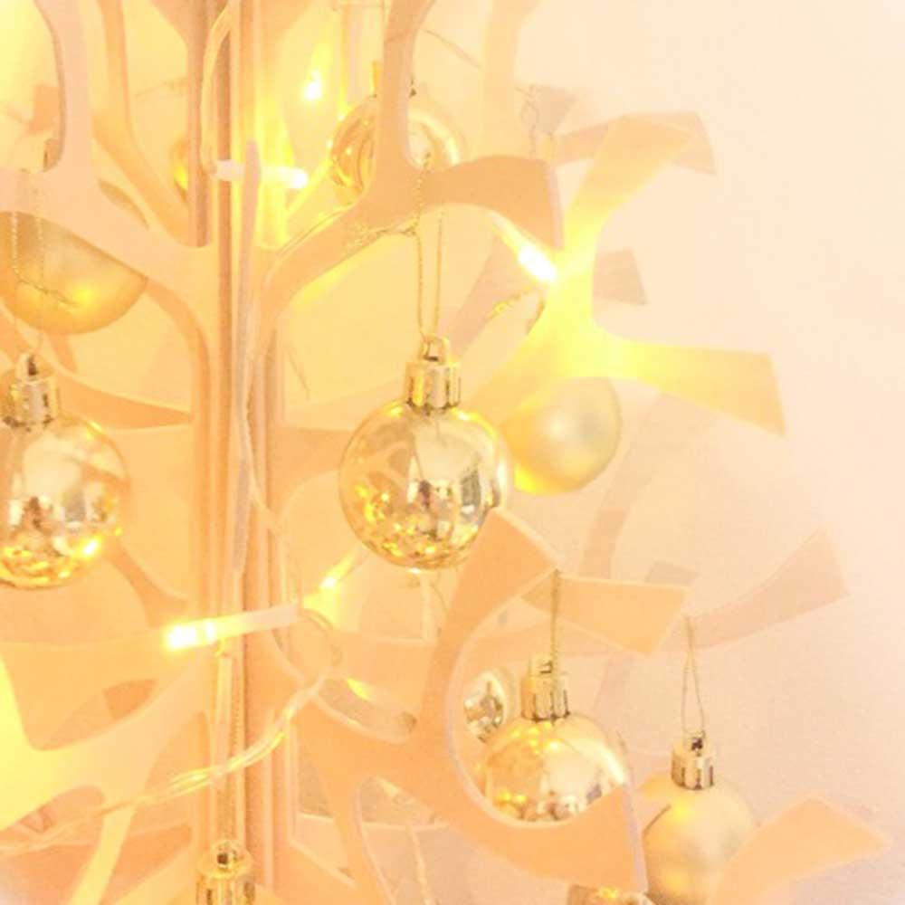 100円均一セリアのLEDイルミネーションでクリスマスツリーを彩る